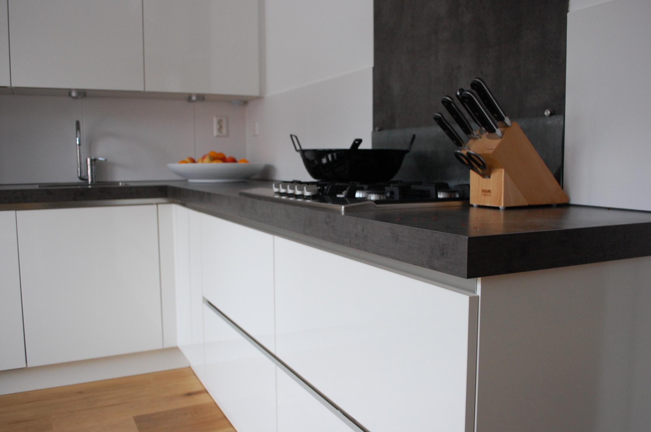 Witte keuken kleur muur - Hout en witte keuken ...