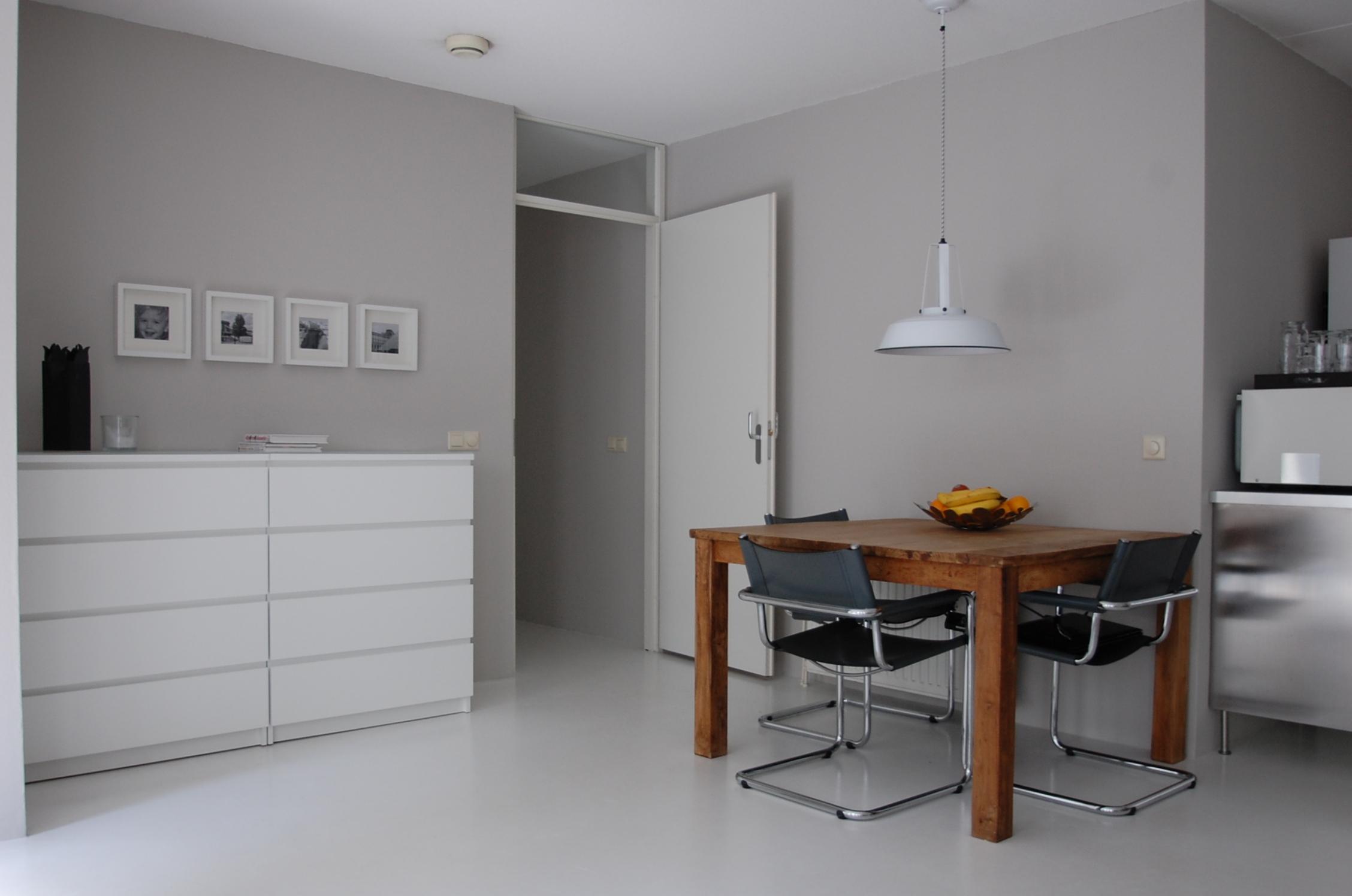 Woonkamer zwarte - Deco woonkamer aan de muur wit ...