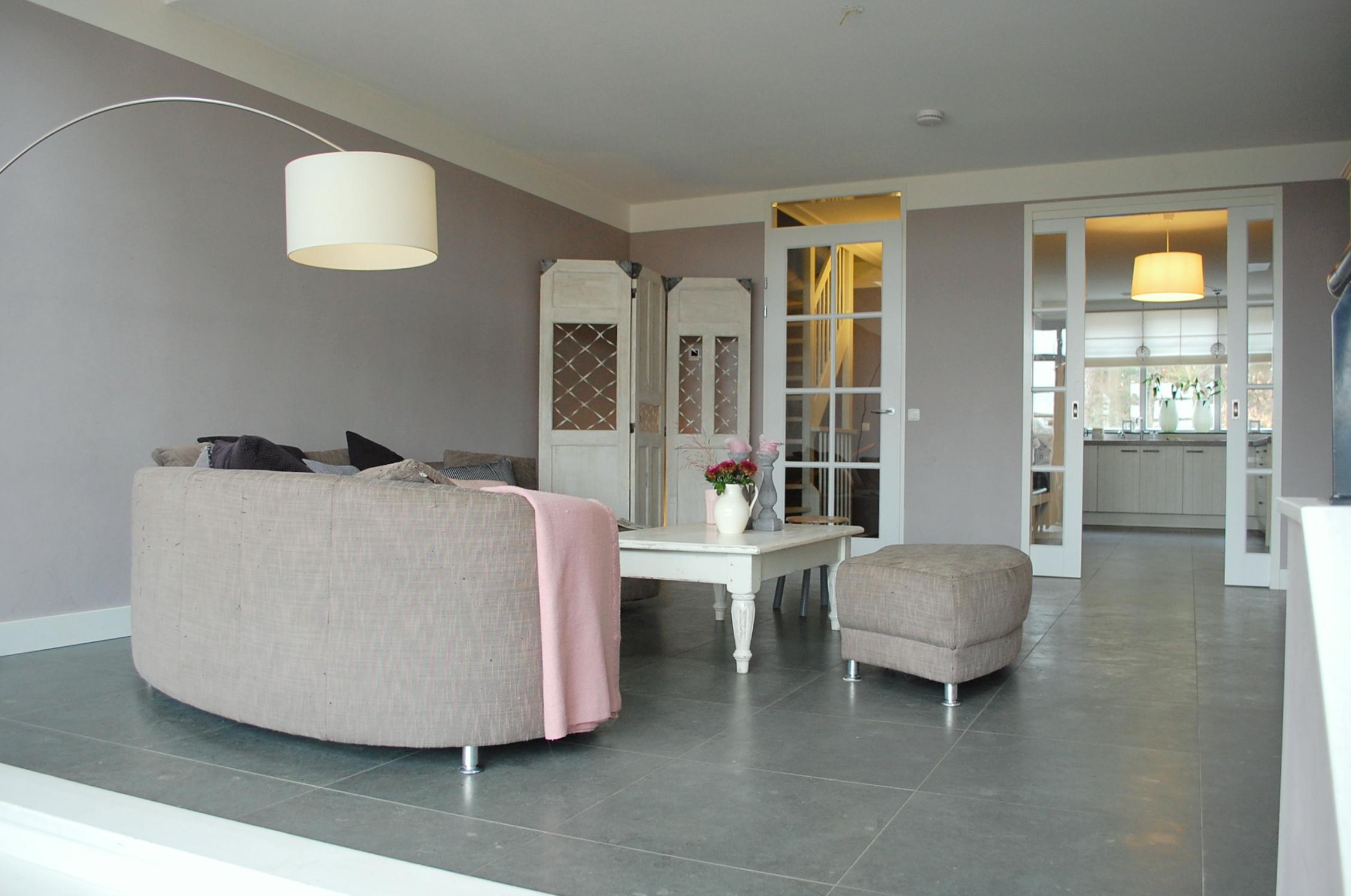 binnenkijken in een nieuw gebouwd herenhuis maison belle. Black Bedroom Furniture Sets. Home Design Ideas