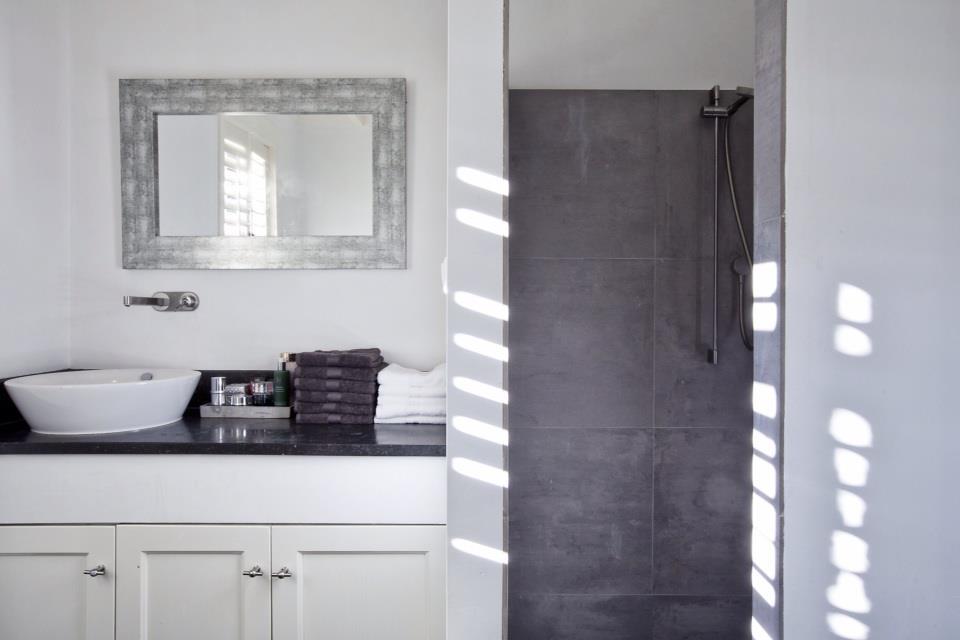 Het dikke blad is een grijze kleur cesarstone beste inspiratie voor huis ontwerp - Grijze kleur donkerder ...