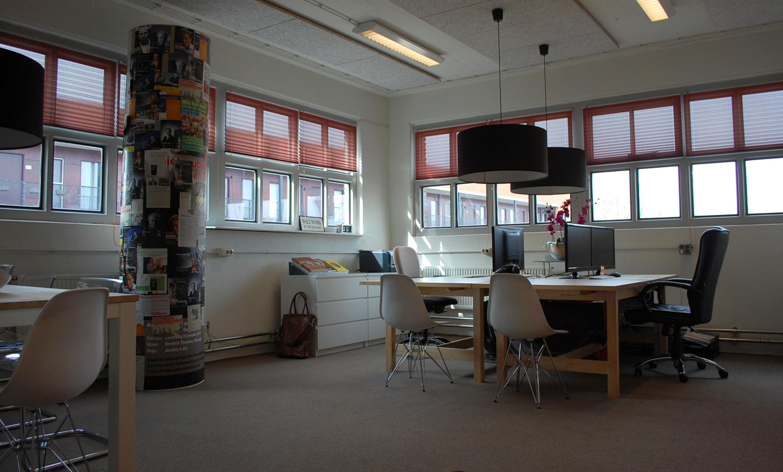 Creatief kantoor in industrieel pand maison belle for Interieur bedrijf