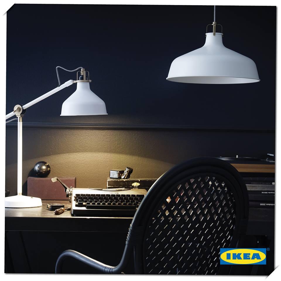 staande lamp in staal en kunststof de vloer leeslamp is. Black Bedroom Furniture Sets. Home Design Ideas